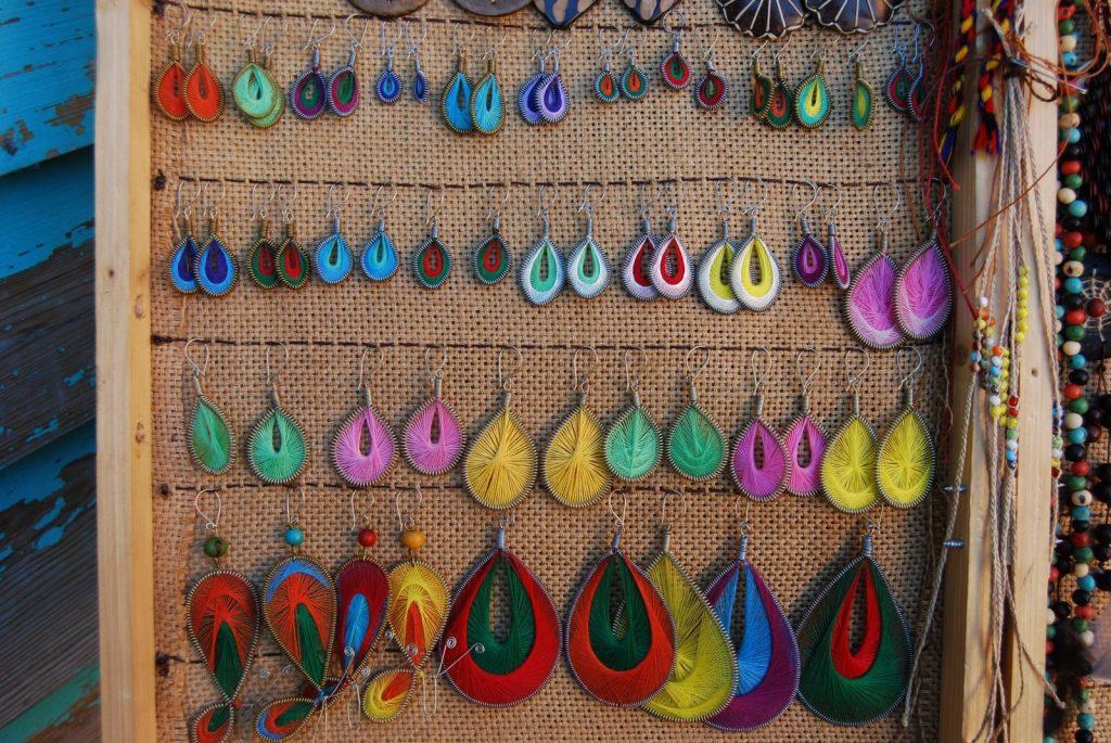 kako-organizirati-nakit-i-sprijeciti-petljanje-ogrlica-i-narukvica